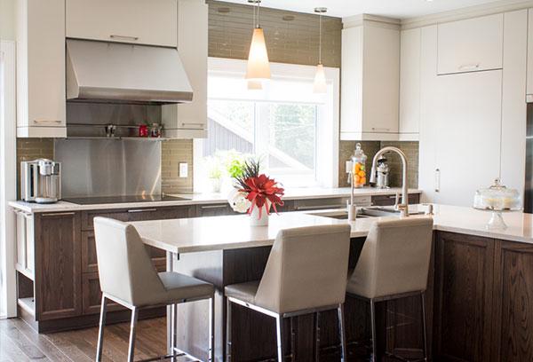 Les armoires de cuisine en bois massif donne une allure noble à votre cuisine et augmente la valeur de votre propriété. Découvrez nos styles d'armoires en bois massif pensés pour votre cuisine et votre salle de bain. Venez voir notre salle de montre à Ste-Thérèse.