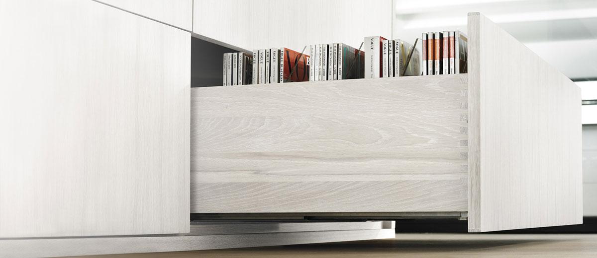 Armoires et tiroirs de meuble audio vidéo, rangement | Cuisine Beaujoly | Designer cuisiniste à Sainte-Thérèse
