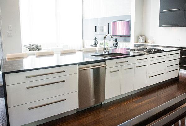 Armoires et tiroirs en mélamine pour la cuisine ou la salle de bain | Cuisine Beaujoly | Designer-cuisiniste