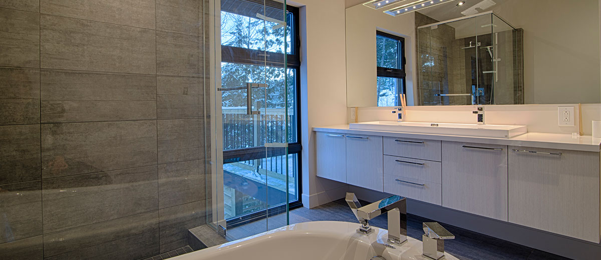 Salle de bain design de Cuisine Beaujoly | Designer-Cuisiniste à Sainte-Thérèse