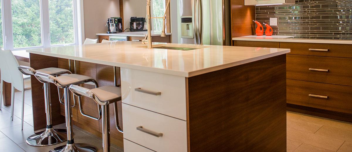 Portes d'armoires de cuisine en thermoplast | Cuisine Beaujoly | Designer Cuisiniste