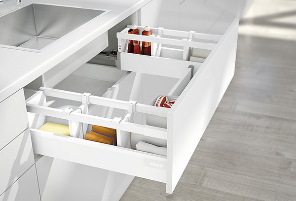 Spécialiste en design et fabricant d'armoires de cuisines depuis 10 ans. Cuisine Beaujoly, situé à Sainte-Thérèse, vous offre un service clé en main pour vos projets de rénovation. Du dessin 3D jusqu'à l'installation. Cuisines, salles de bain, walk-in, mobiliers intégrés, les walk-in, cuisines extérieures et plus...